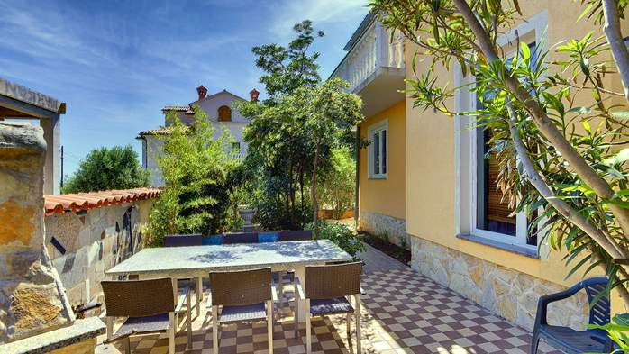 The modernly decorated house in Ližnjan offers kind apartments, 18