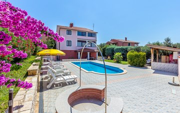 Apartments in Banjole surrounded by wonderful scenery