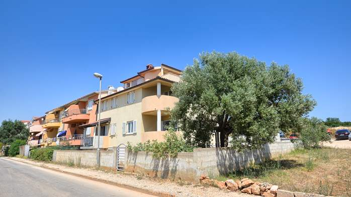 Lovely house offers accommodation in nicely furnished apartments, 20
