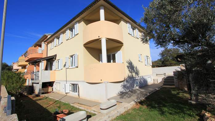 Lovely house offers accommodation in nicely furnished apartments, 19