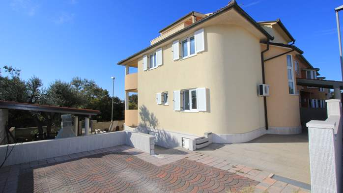 Lovely house offers accommodation in nicely furnished apartments, 24