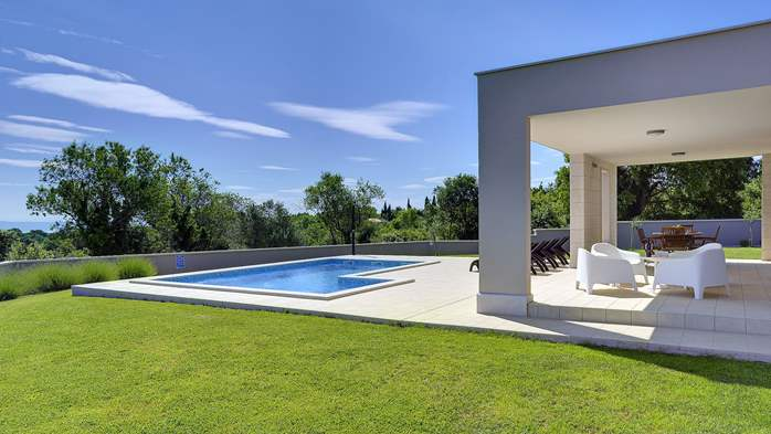 Stunning modern villa, private pool, WiFi, sea view, 5