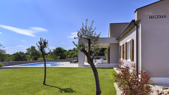 Stunning modern villa, private pool, WiFi, sea view, 6