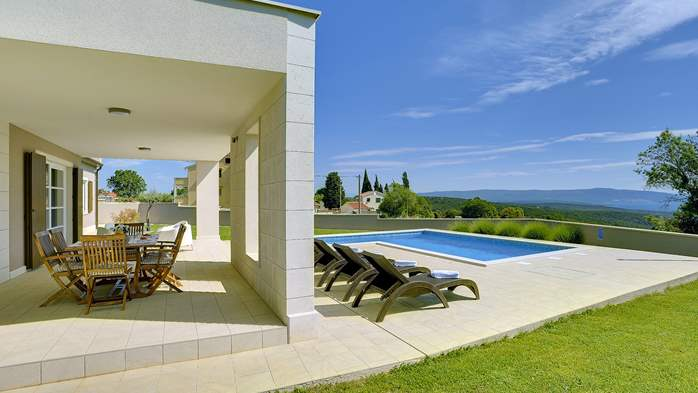 Stunning modern villa, private pool, WiFi, sea view, 10