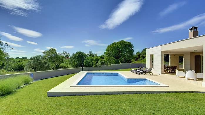 Stunning modern villa, private pool, WiFi, sea view, 3