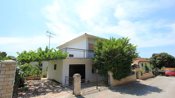 Two-floor house with nice sea view for 12 persons, six bedrooms, 1