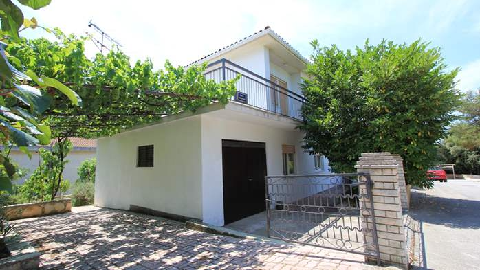 Two-floor house with nice sea view for 12 persons, six bedrooms, 2