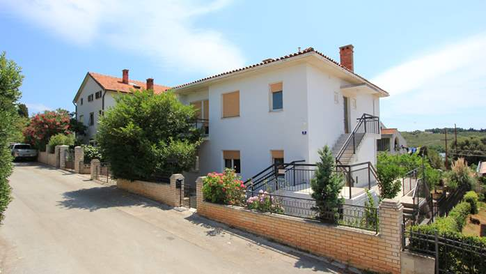 Two-floor house with nice sea view for 12 persons, six bedrooms, 5
