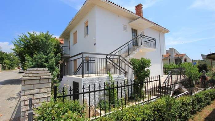 Two-floor house with nice sea view for 12 persons, six bedrooms, 8
