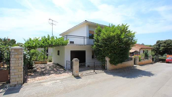 Two-floor house with nice sea view for 12 persons, six bedrooms, 10