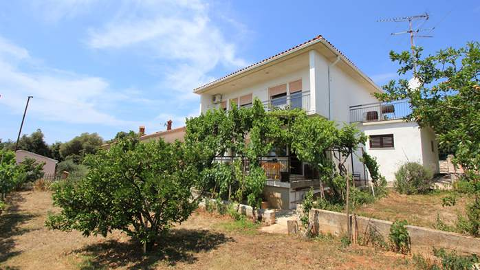 Two-floor house with nice sea view for 12 persons, six bedrooms, 13