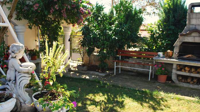 Nice house offers family accommodation in a peaceful environment, 4