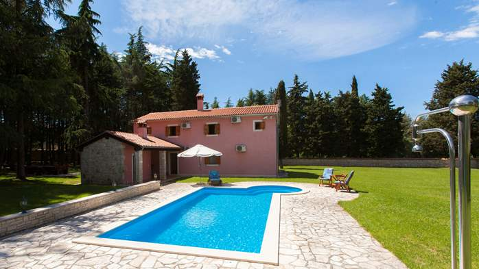 Villa with private pool in natural setting, 3 bedrooms, Wi-Fi, 5