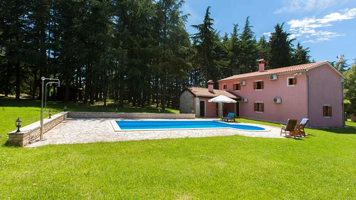 Villa with private pool in natural setting, 3 bedrooms, Wi-Fi, 3