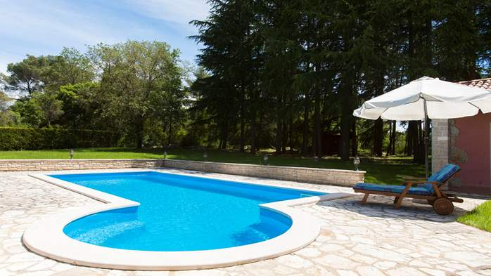 Villa with private pool in natural setting, 3 bedrooms, Wi-Fi, 6