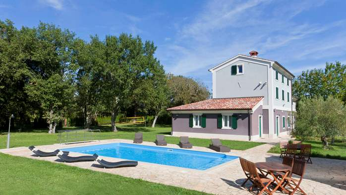 Completly fenced villa with pool, 6 bedrooms, billiards, WiFi, 1