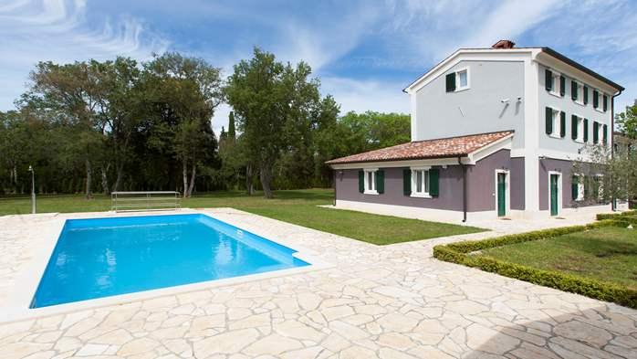 Completly fenced villa with pool, 6 bedrooms, billiards, WiFi, 7