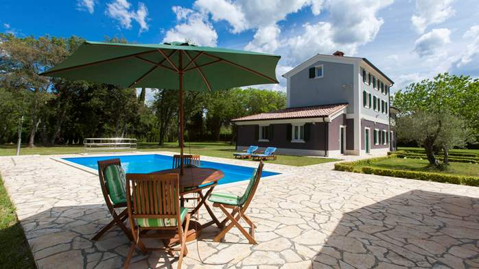 Completly fenced villa with pool, 6 bedrooms, billiards, WiFi, 3