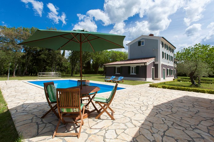 Villas with pool in Valbandon