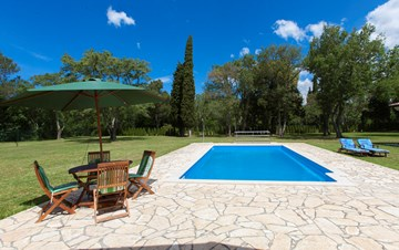 Completly fenced villa with pool, 6 bedrooms, billiards, WiFi