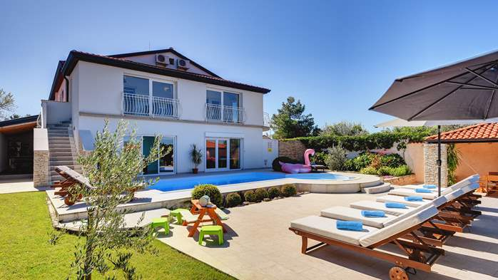 Luxury villa with pool with whirlpool, sauna, jacuzzi and gym, 1