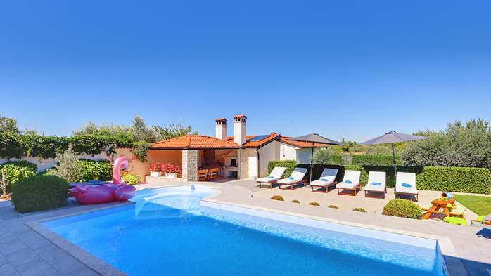 Luxury villa with pool with whirlpool, sauna, jacuzzi and gym, 4