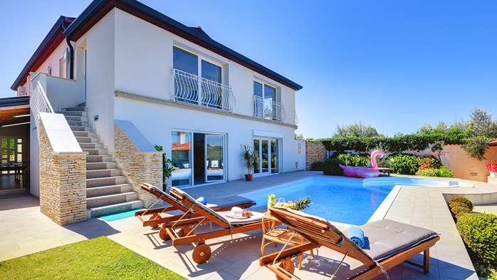 Luxury villa with pool with whirlpool, sauna, jacuzzi and gym, 2