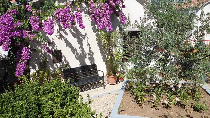 The family house in Pomer offers accommodation in nice apartments, 14