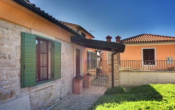 Beautiful house in Stinjan for eight persons, with private pool