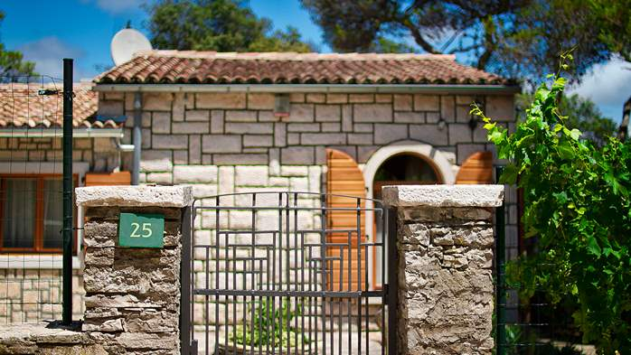 Villa in Pula, only 40m from the beach, for 6-9 persons, 3