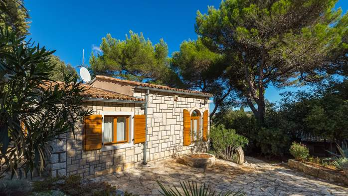 Villa in Pula, only 40m from the beach, for 6-9 persons, 4