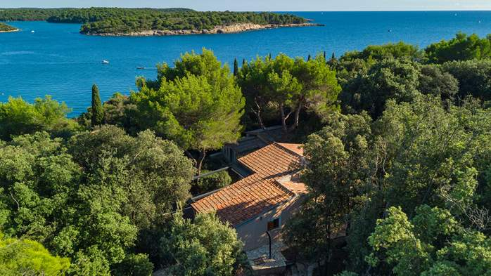 Villa in Pula, only 40m from the beach, for 6-9 persons, 1