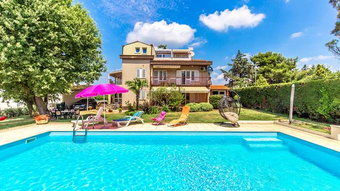 Private house in Peroj with pool offers apartment for 6 persons, 13