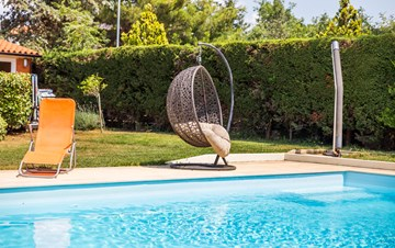 Private house in Peroj with pool offers apartment for 6 persons