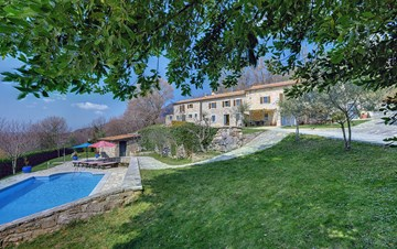 Rustic villa with pool within the borders of the Učka Nature Park