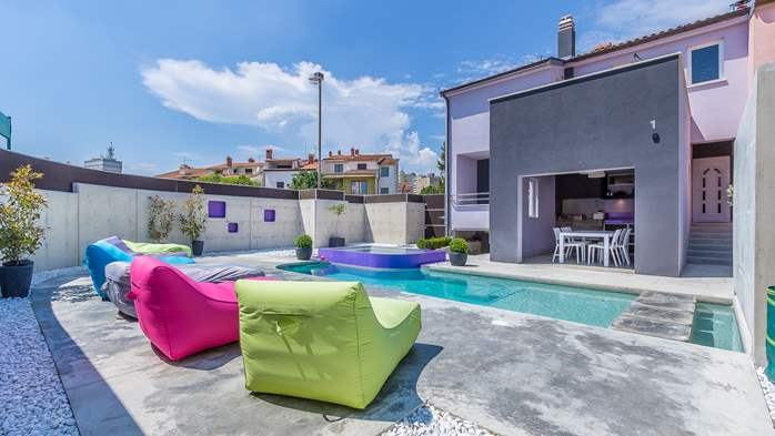 Air conditioned holiday home in Pula, with heated pool, barbecue, 5