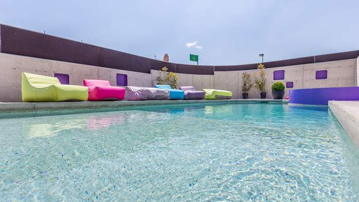 Air conditioned holiday home in Pula, with heated pool, barbecue, 7