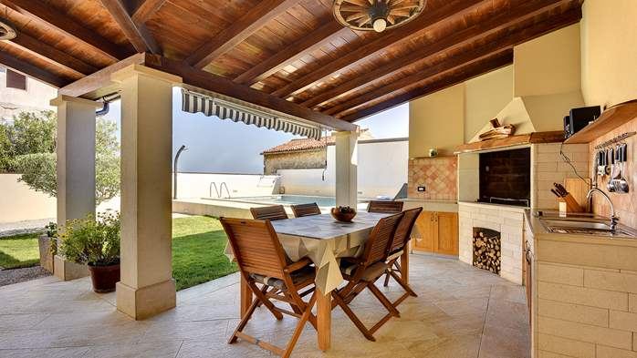 Modern villa on two floors, with pool, close to Pula, 6