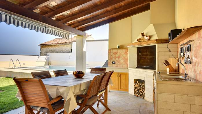 Modern villa on two floors, with pool, close to Pula, 7