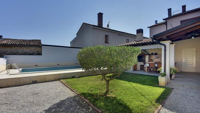 Modern villa on two floors, with pool, close to Pula, 5