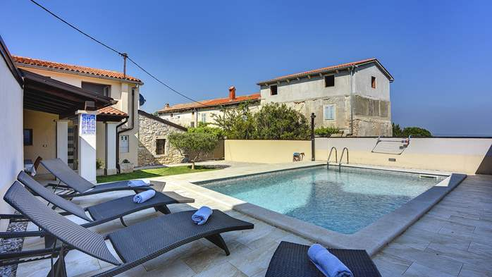 Modern villa on two floors, with pool, close to Pula, 2