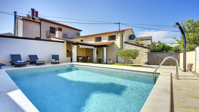 Modern villa on two floors, with pool, close to Pula, 3