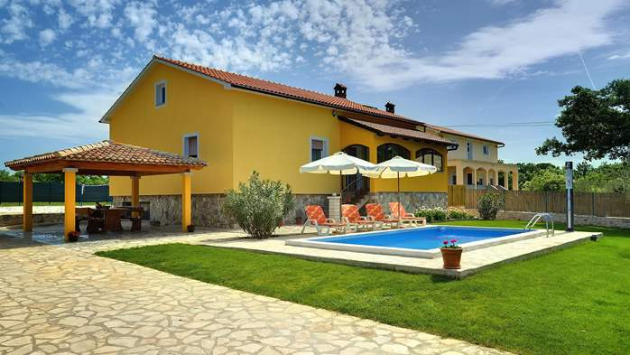 Villa with private pool, terrace, barbecue and fenced garden, 9