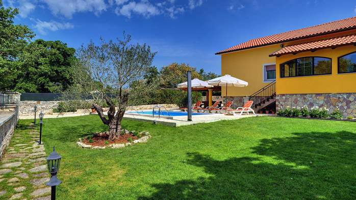 Villa with private pool, terrace, barbecue and fenced garden, 3