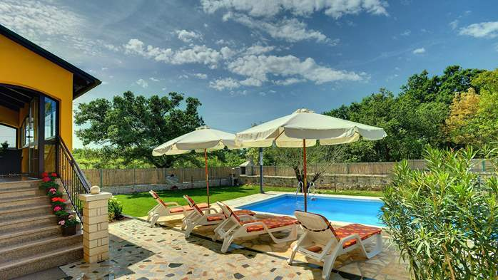 Villa with private pool, terrace, barbecue and fenced garden, 2