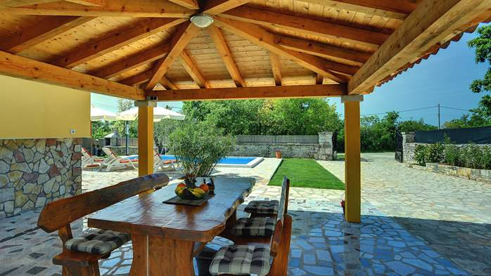 Villa with private pool, terrace, barbecue and fenced garden, 6