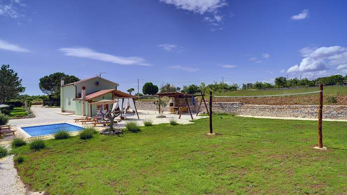Villa with heated outdoor pool and spacious garden, for 6 persons, 4