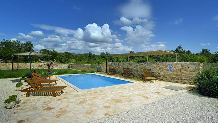 Villa with heated outdoor pool and spacious garden, for 6 persons, 7