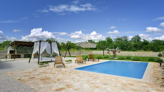 Villa with heated outdoor pool and spacious garden, for 6 persons, 8