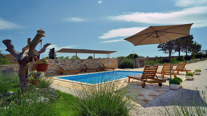 Villa with heated outdoor pool and spacious garden, for 6 persons, 2